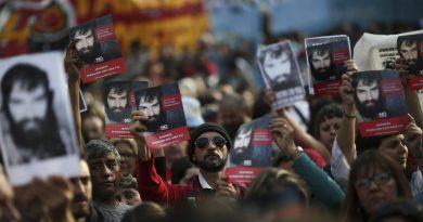 Argentinos se manifiestan indignados por confirmación del asesinato de Santiago Maldonado